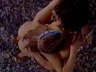 एक हेलोवीन तांडव के लिए वेशभूषा में तीन सींग वाले स्लट्स हिंदी सेक्सी फिल्म फुल तैयार होते हैं