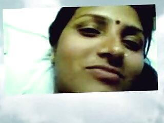 गोरा अच्छा सेक्सी हिंदी मूवी वीडियो boobies के साथ