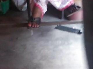 नए जोड़े को एक सेक्सी मूवी इंडियन मूवी झूलेदार तांडव में पेश किया जाता है