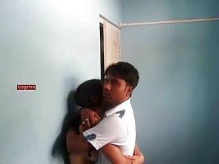 मुर्गा एन बॉल्स निक्की बेंज इंडियन मूवी सेक्सी